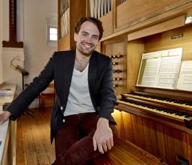 Prædebut: Philip Aggesen ved orglet.